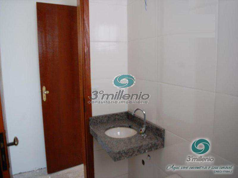 Casa de Condomínio em Cotia, bairro Granja Caiapiá