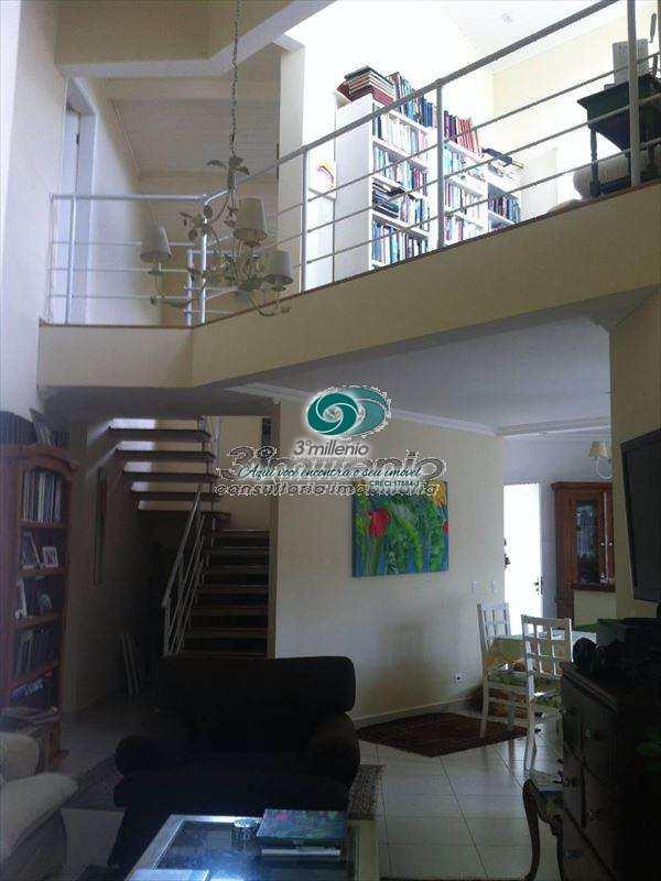 Sobrado de Condomínio em Cotia, bairro Granja Caiapiá