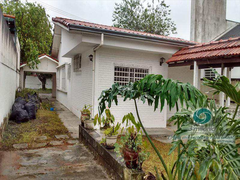 Casa em Cotia, no bairro Vila Santo Antônio