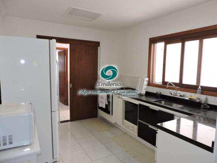 Casa de Condomínio em Carapicuíba, bairro Pousada dos Bandeirantes