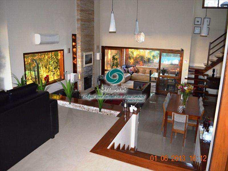 Casa em Embu das Artes, no bairro Parque das Artes
