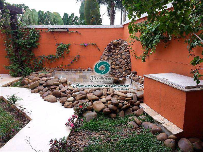 Casa em Cotia, no bairro Jardim Lambreta