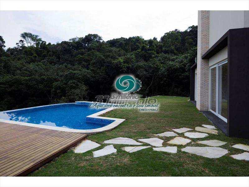 Casa em Carapicuíba, no bairro Pousada dos Bandeirantes
