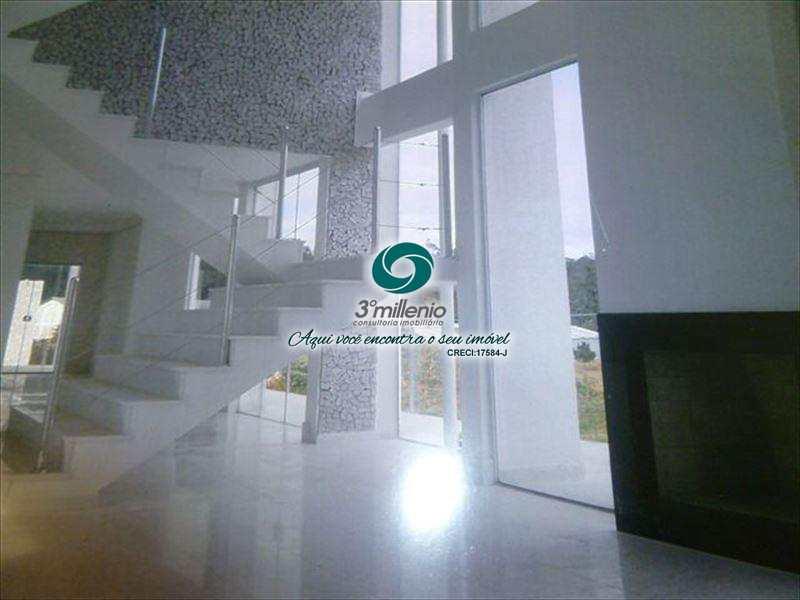 Casa de Condomínio em Cotia, no bairro Jardim Colibri