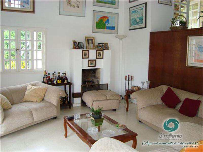 Casa de Condomínio em Cotia, no bairro Algarve