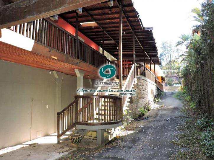 Casa Comercial em Cotia, no bairro Vila Santo Antônio
