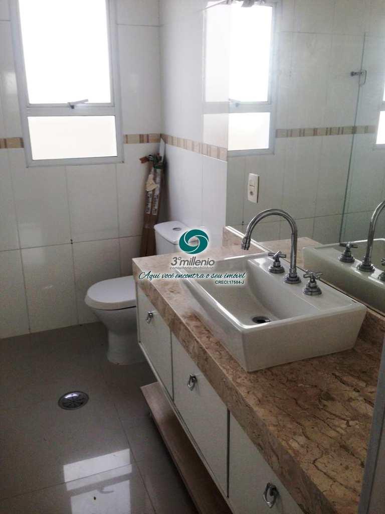 Sobrado de Condomínio em Cotia, no bairro São Paulo II