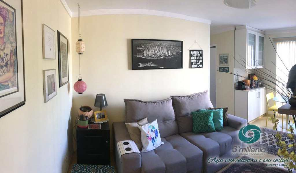 Apartamento em Cotia, bairro Jardim da Glória