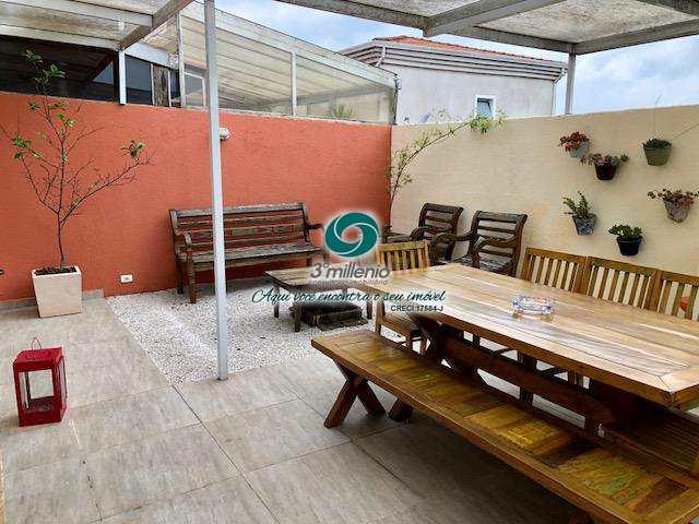 Casa em Carapicuíba, no bairro Chácara Quiriri