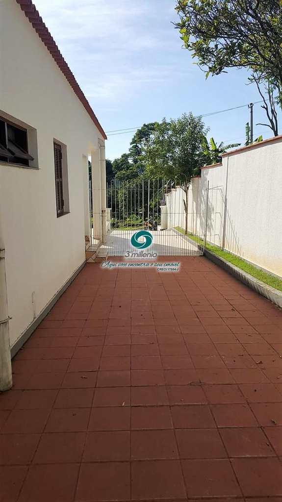 Casa em Cotia, no bairro Parque Dom Henrique