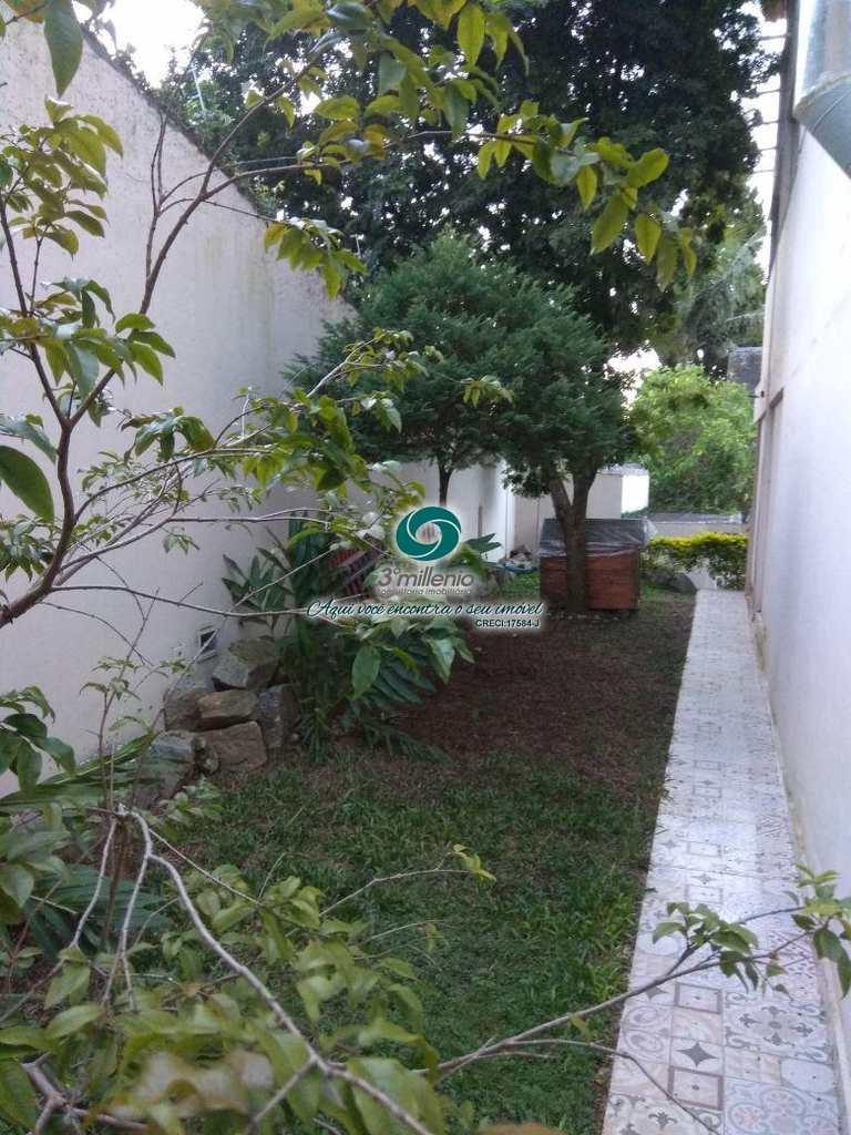 Casa em Cotia, bairro Gramado