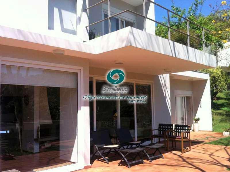 Casa em Cotia, no bairro Chácaras do Refúgio-Granja Viana