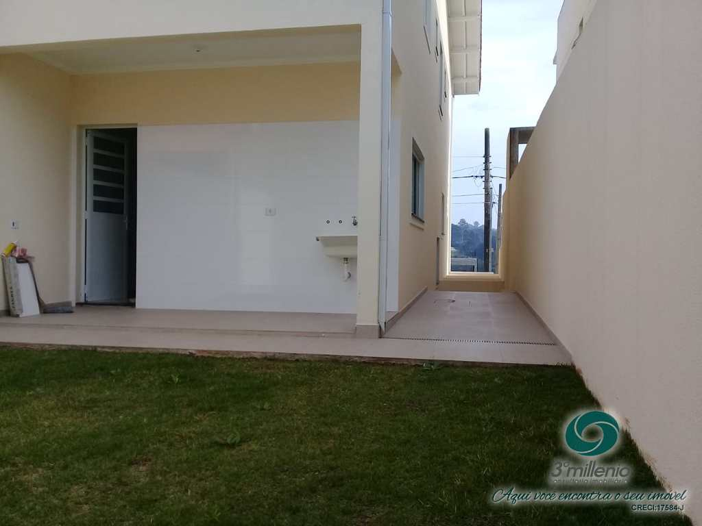 Casa em Cotia, no bairro Jardim Rio das Pedras