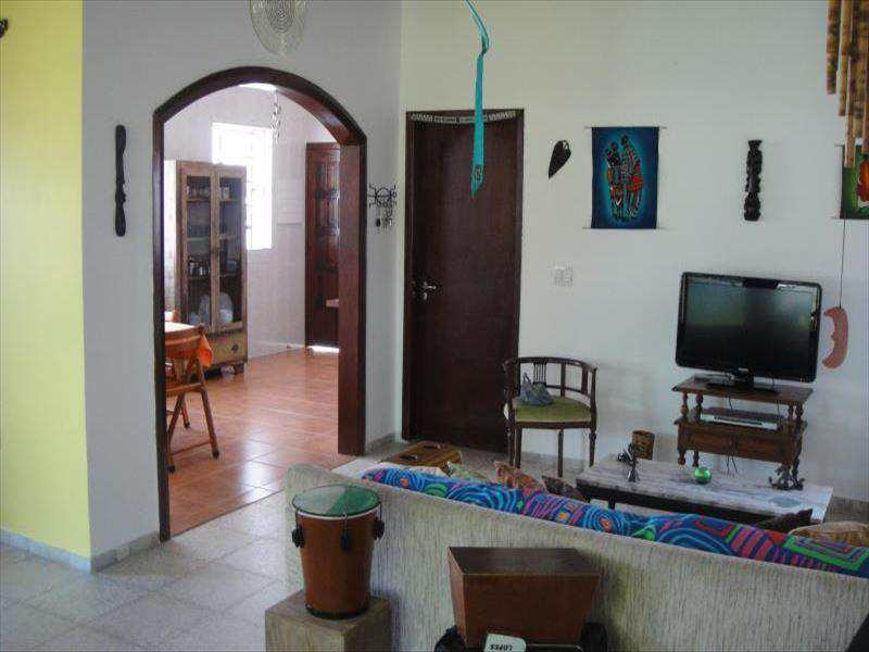 Casa em Guarujá, no bairro Jardim Guaiuba