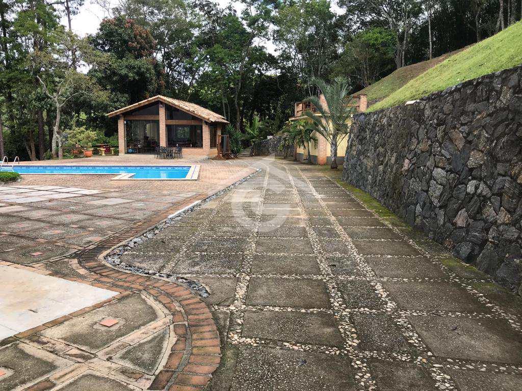 Chácara em Guararema, no bairro Itapema