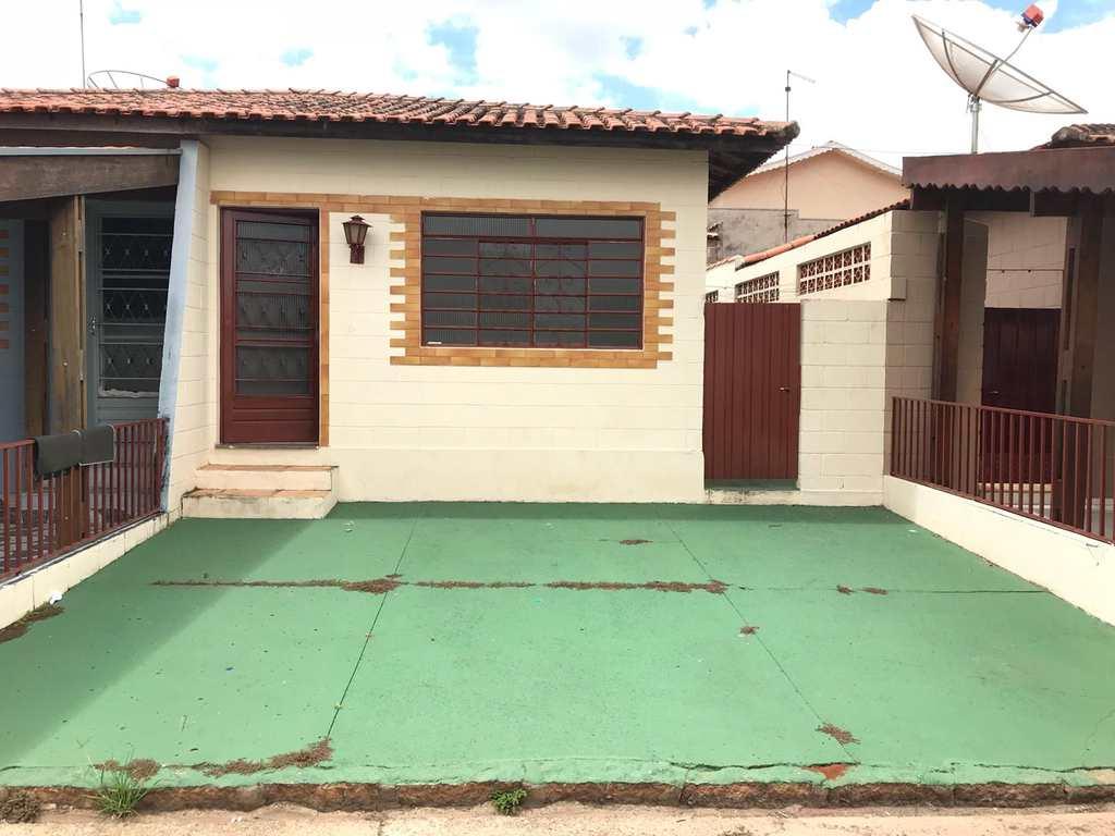 Casa de Condomínio em Tatuí, bairro Parque Santa Maria