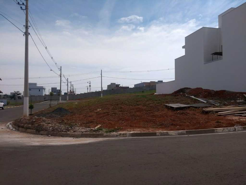 Terreno de Condomínio em Tatuí, no bairro Residencial Bosques dos Ipês