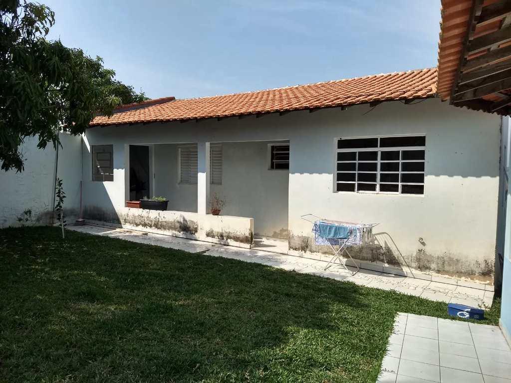 Casa em Cesário Lange, no bairro Centro