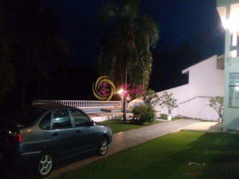 Sobrado em Atibaia, bairro Condomínio Flamboyant