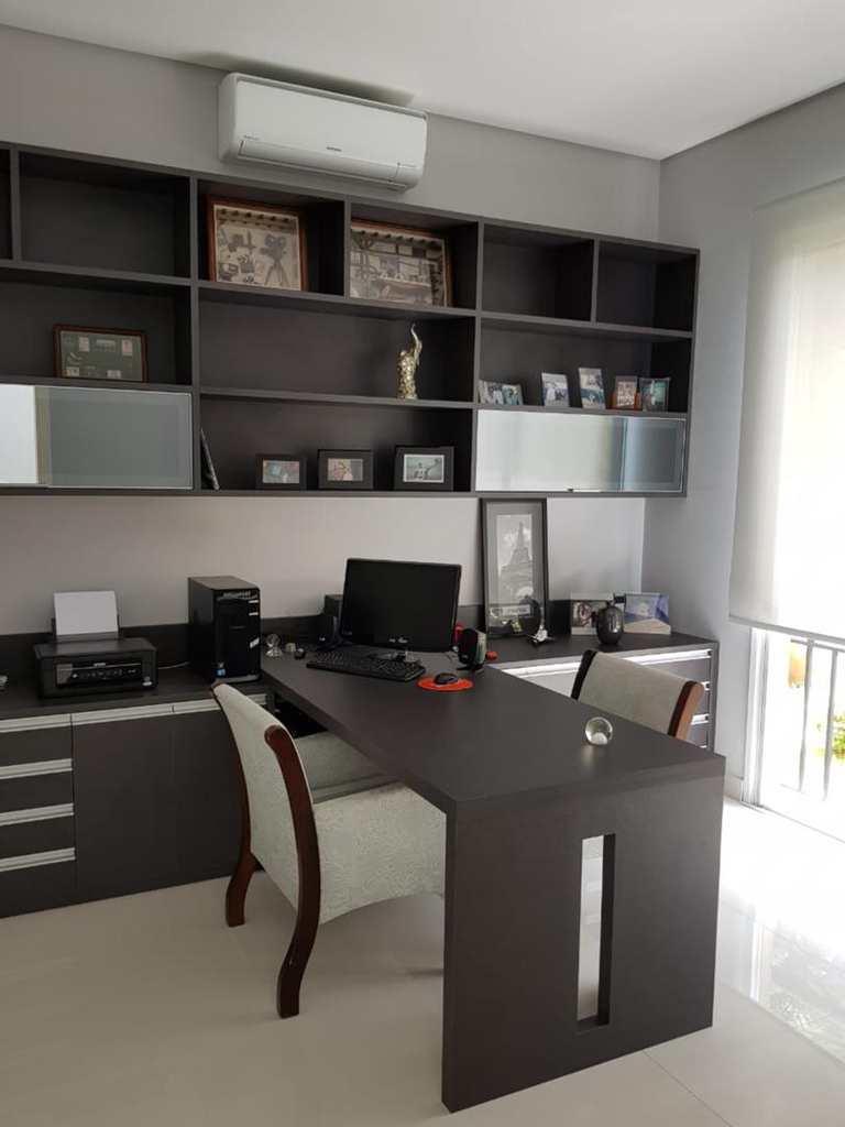 Casa de Condomínio em Santana de Parnaíba, no bairro Alphaville