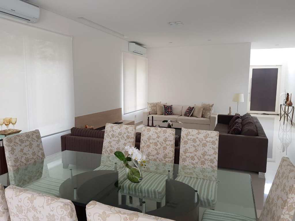 Casa de Condomínio em Santana de Parnaíba, bairro Alphaville