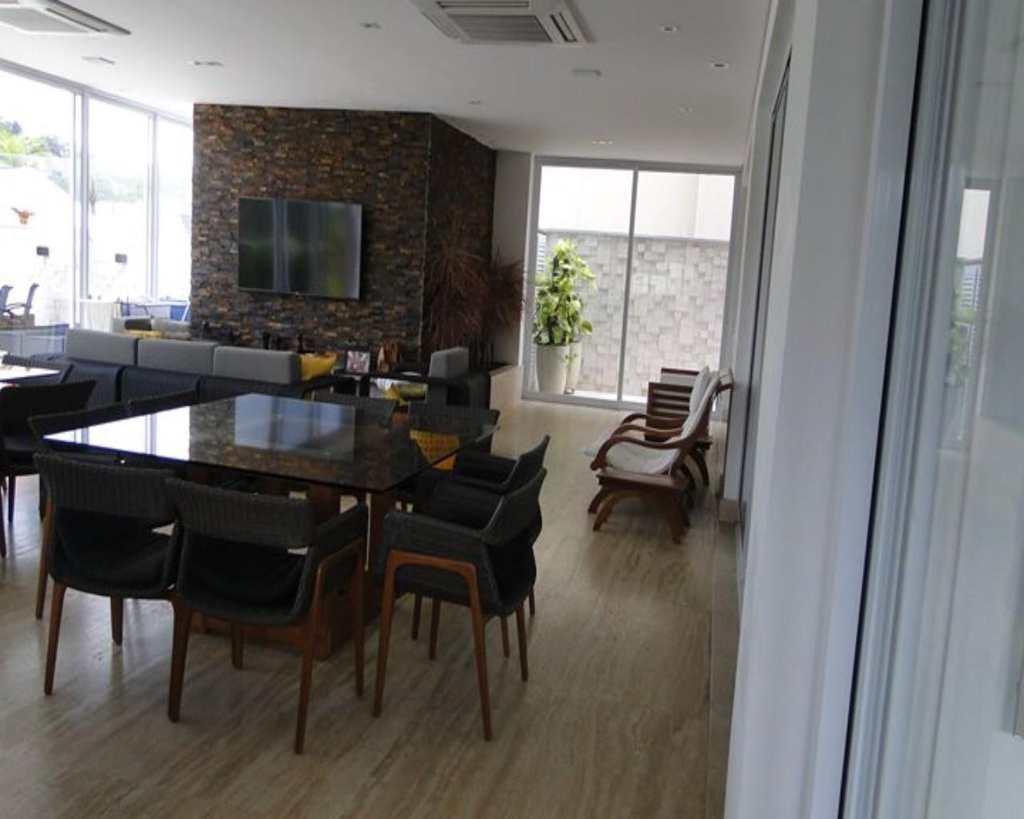 Casa de Condomínio em Barueri, bairro Tamboré