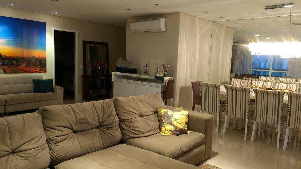 Apartamento em Santana de Parnaíba, bairro Alphaville