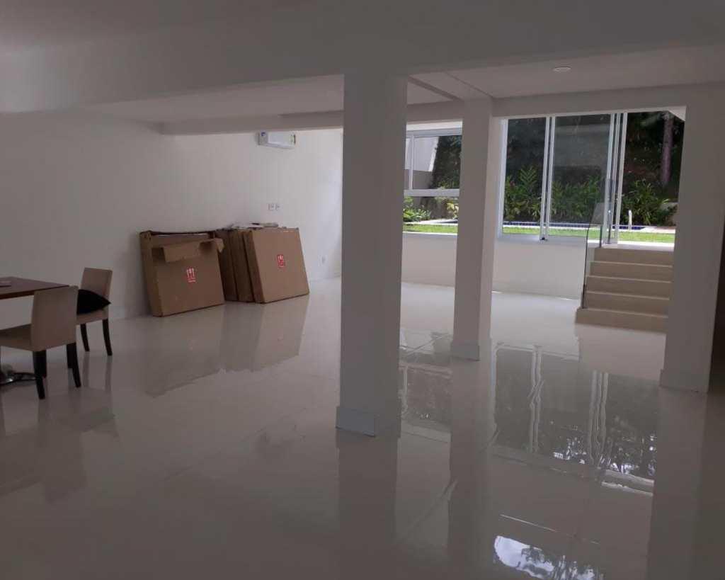 Casa de Condomínio em Barueri, bairro Alphaville Residencial Dois