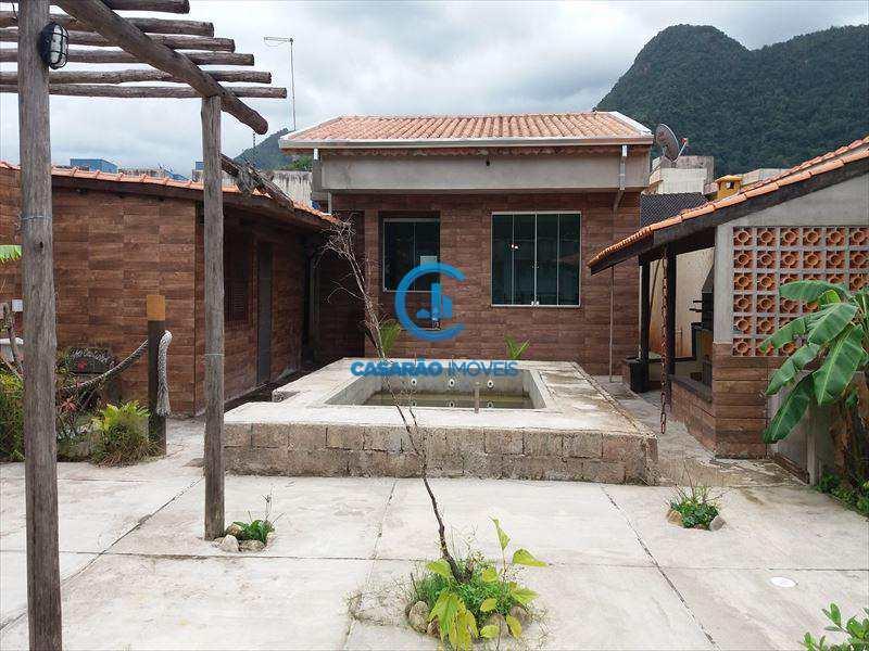 Casa em Caraguatatuba, bairro Jaraguá