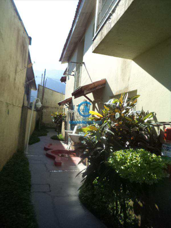 Sobrado em Caraguatatuba, bairro Balneário Gardem Mar