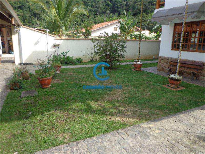 Sobrado em Caraguatatuba, bairro Cidade Jardim