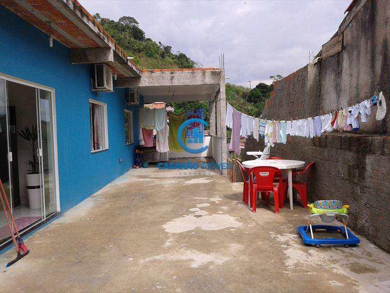 Casa em Caraguatatuba, bairro Jardim Olaria