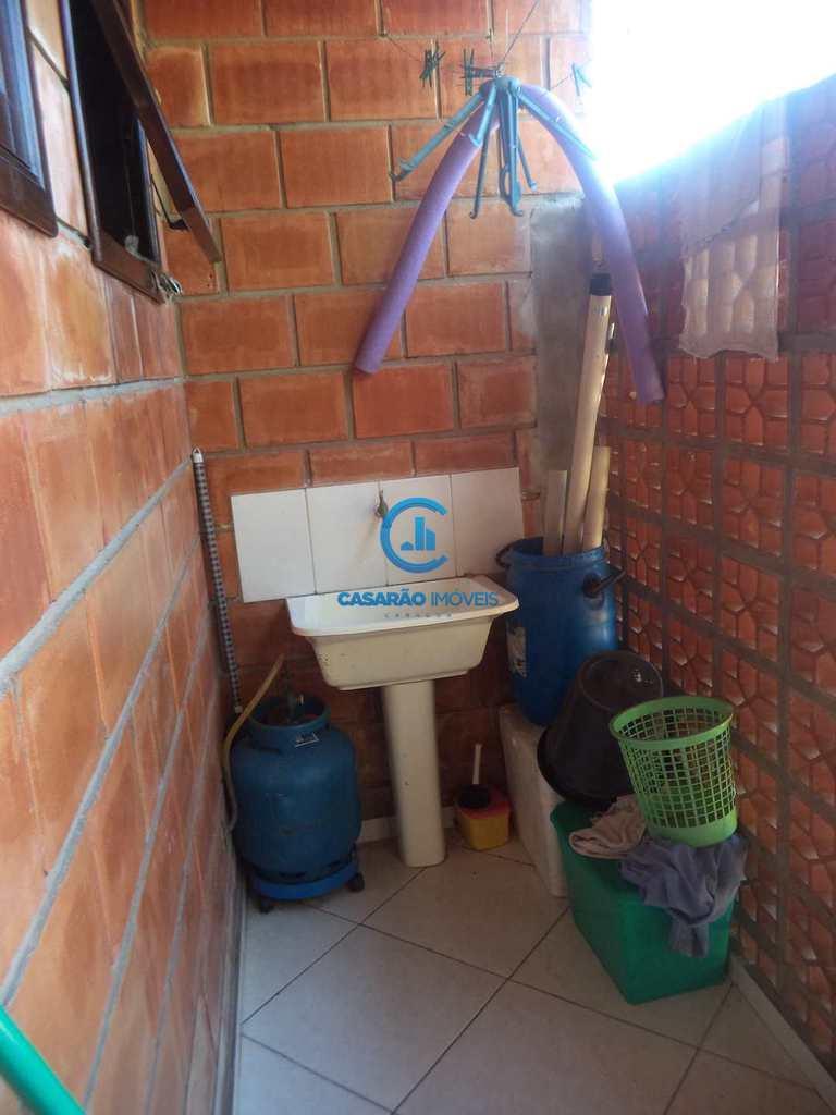 Sobrado em Caraguatatuba, no bairro Loteamento Balneário Camburi