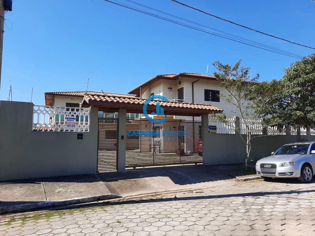 Sobrado em Caraguatatuba, no bairro Loteamento Recreio Juqueriquerê