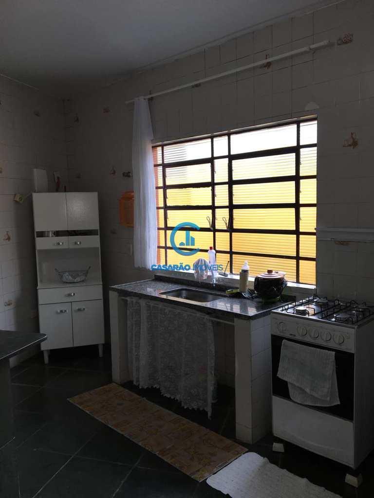 Casa em Caraguatatuba, no bairro Jardim Aruan