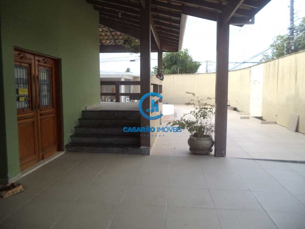 Casa em Caraguatatuba, no bairro Jardim Britânia