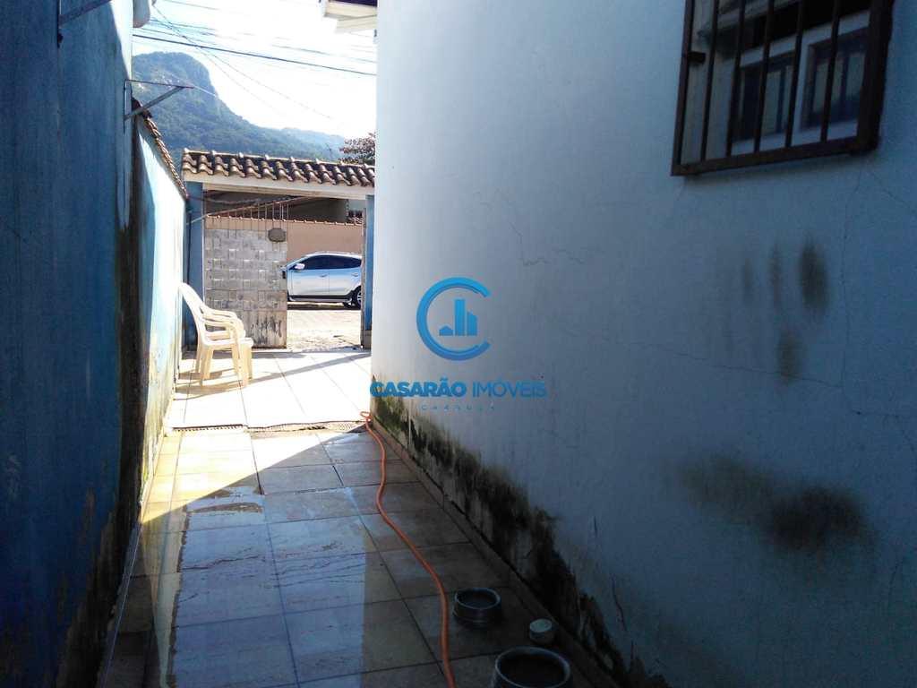 Casa em Caraguatatuba, no bairro Jardim Maristela