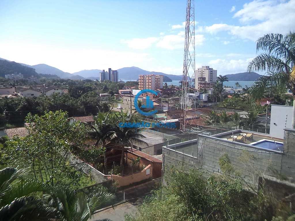 Sobrado em Caraguatatuba, no bairro Massaguaçu