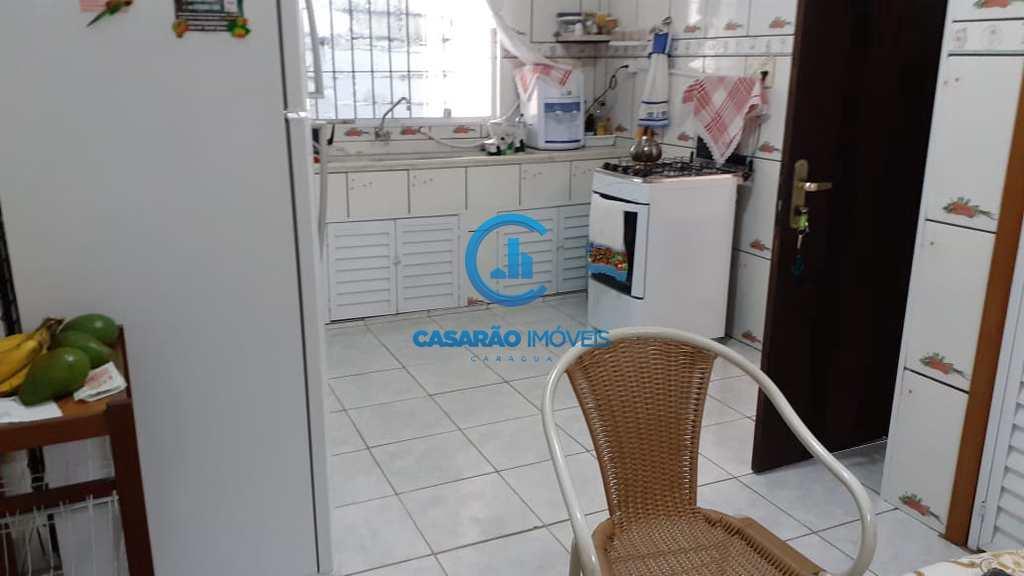 Casa em Caraguatatuba, no bairro Martim de Sá