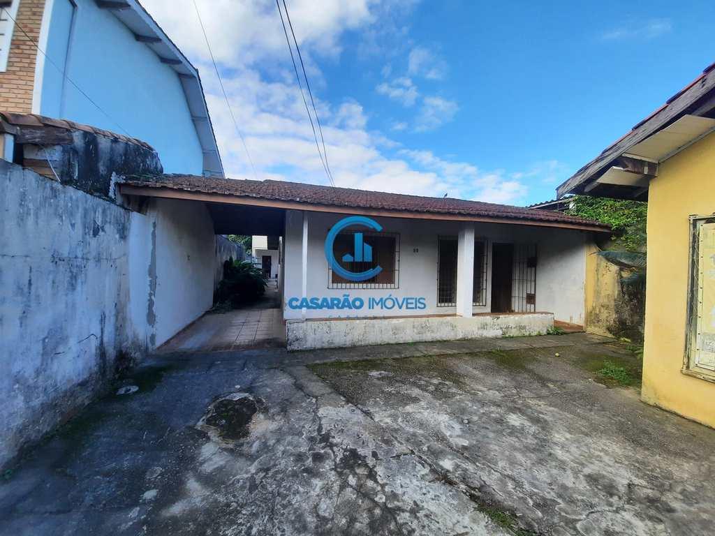 Casa em Caraguatatuba, no bairro Poiares
