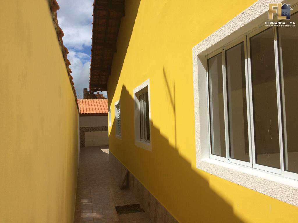Casa em Mongaguá, no bairro Jardim Colúmbia