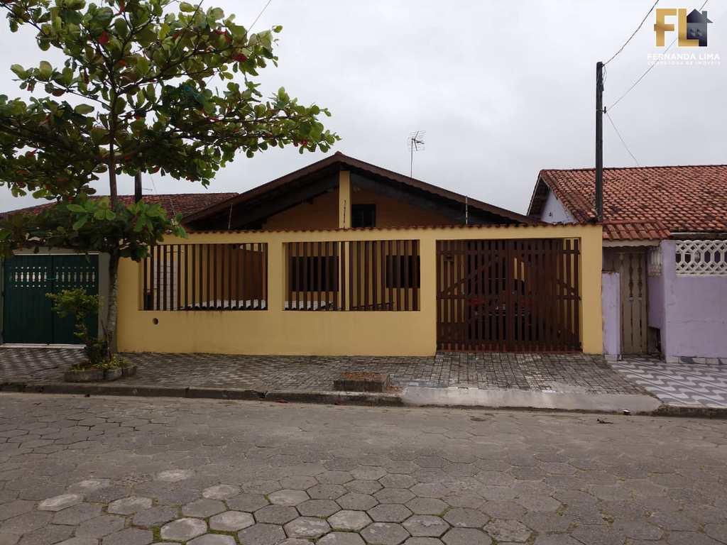 Casa em Mongaguá, no bairro Santa Eugênia