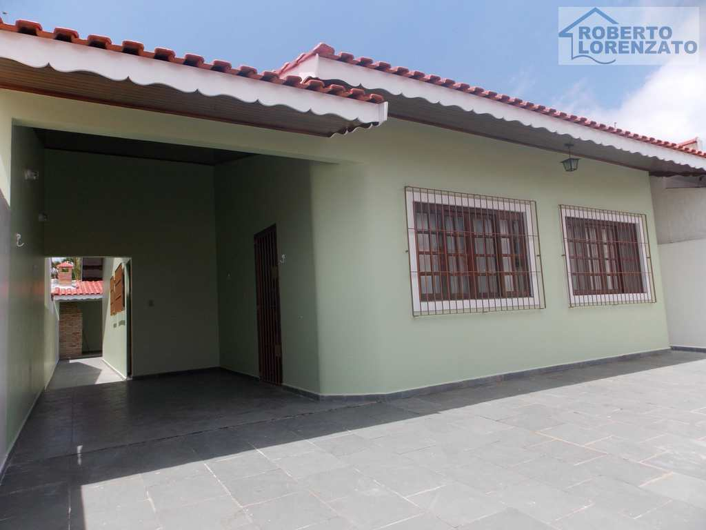Casa em Peruíbe, bairro Três Marias