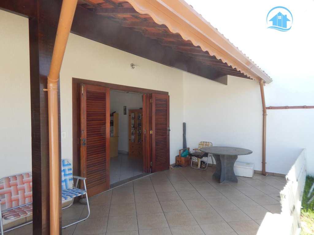 Casa em Peruíbe, bairro Maria Helena Novaes