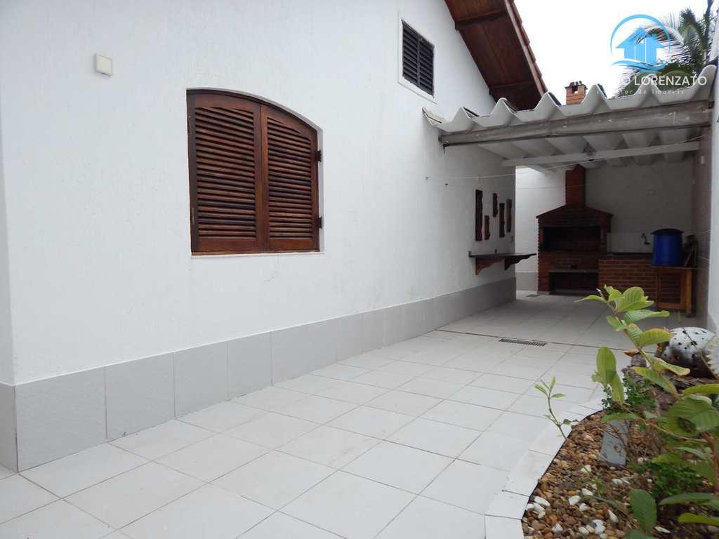 Casa em Peruíbe, no bairro Jardim Imperador