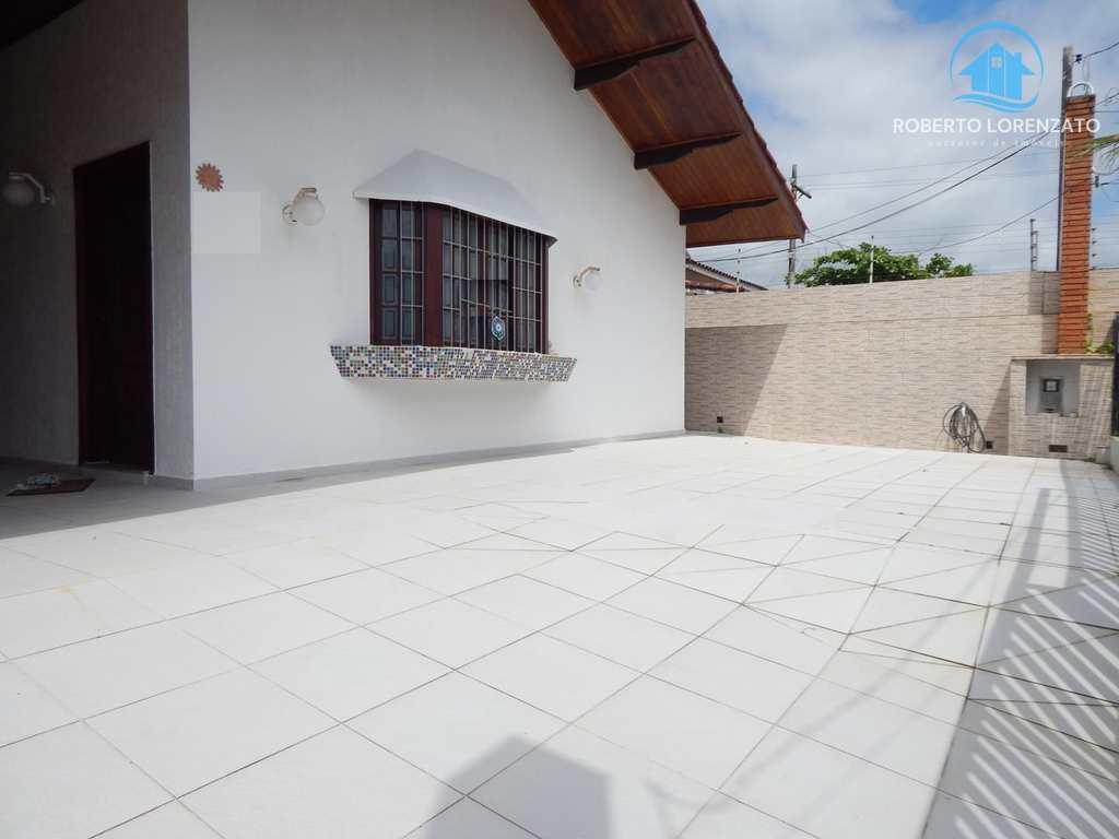 Casa em Peruíbe, bairro Jardim Imperador