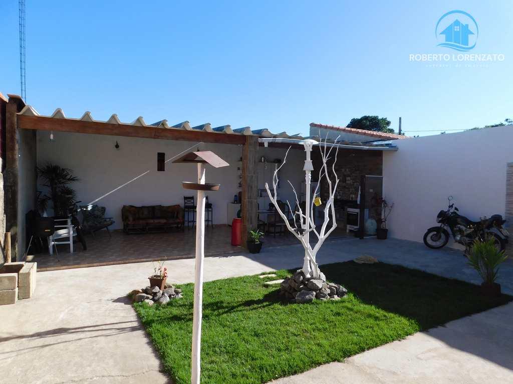 Casa em Peruíbe, no bairro Maria Helena Novaes