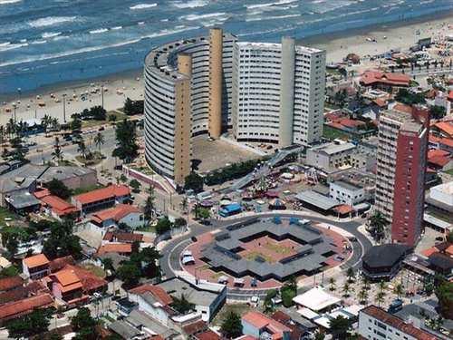 Apartamento, código 105 em Peruíbe, bairro Centro