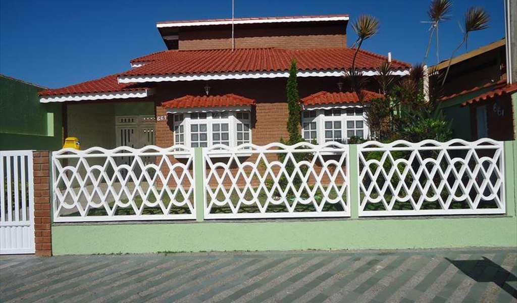 Casa em Peruíbe, bairro Balneário Oásis