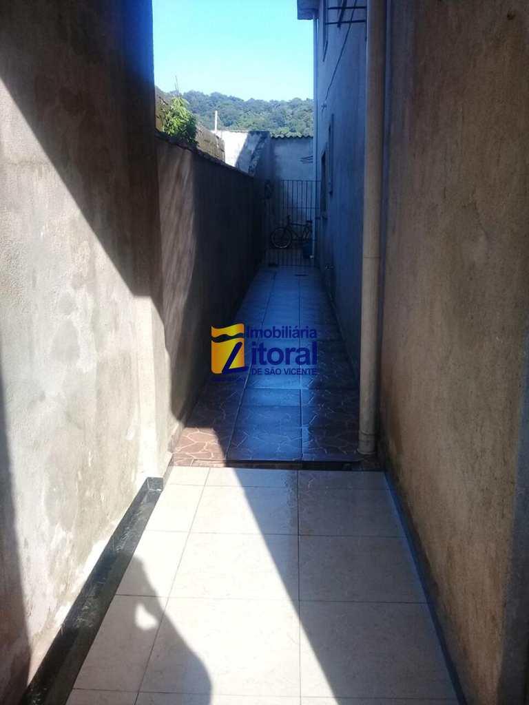 Sobrado em São Vicente, no bairro Japuí